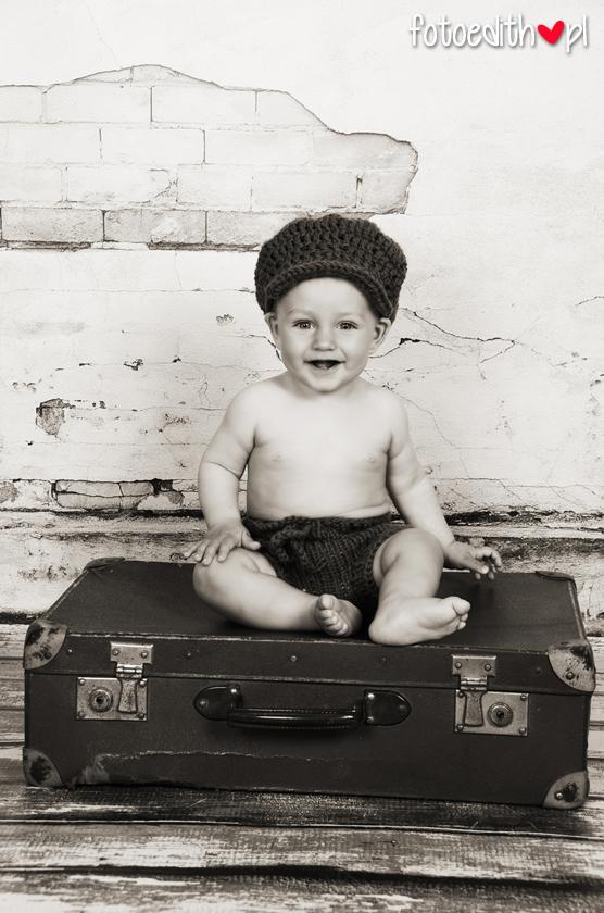 zdjęcia dzieci na walizce Kraków