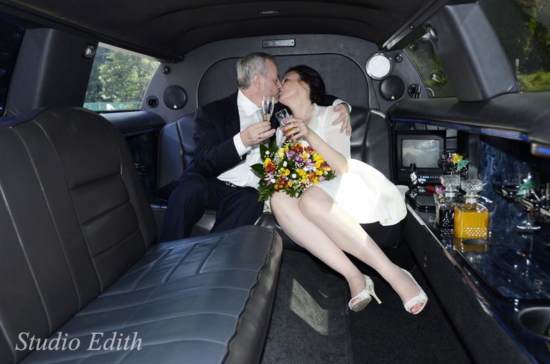 zdjęcia ślubne w limuzynie